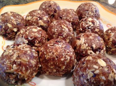 coconut-oatmeal-energy-bites