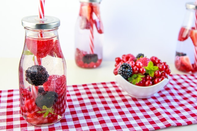 berries-straw